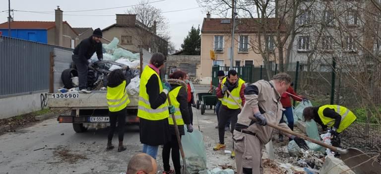 Plusieurs tonnes de déchets ramassés dans les rues d'Ivry-sur-Seine