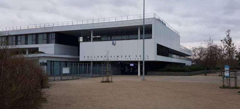 Collège Veil à Mandres-les-Roses: manif pour exiger un collège provisoire