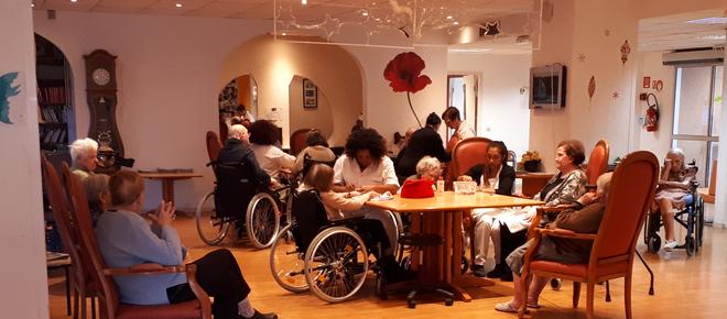 Val-de-Marne: retour progressif des visites de familles en Ehpad