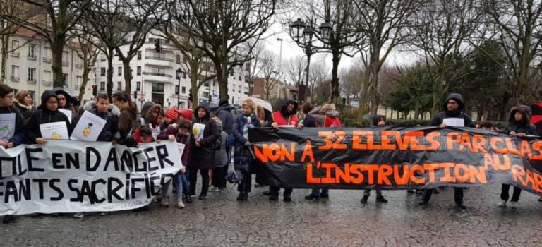 Rassemblement à Benoit Malon contre les fermetures de classe au Kremlin