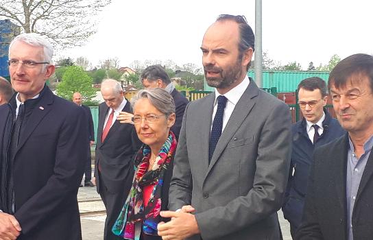 Depuis le port de Bonneuil, Édouard Philippe annonce la relance du ferroutage