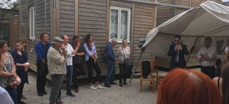 Onze familles roms ont inauguré leurs chalets à Ivry-sur-Seine