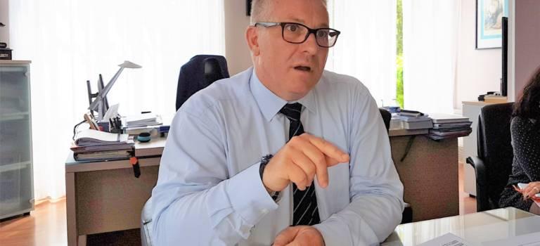 En examen pour corruption, J-M Nicolle s'explique et défie son Conseil municipal