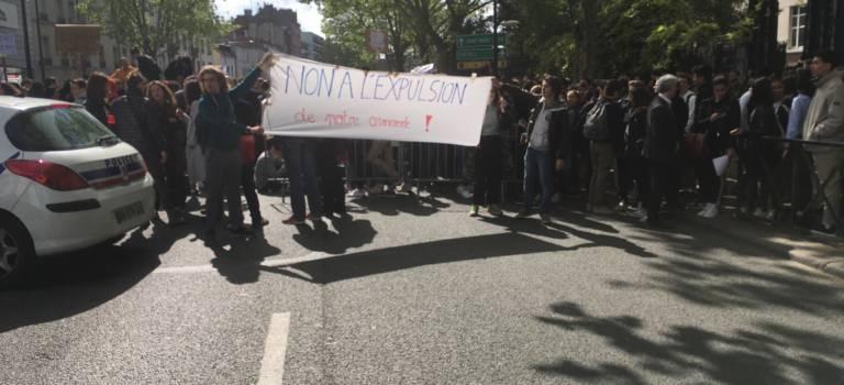 Manif devant la préfecture pour demander la régularisation d'élèves sans-papiers