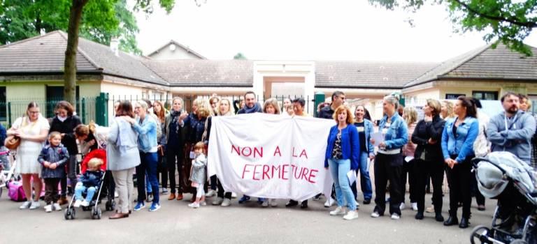 Blocage de l'école primaire des Bruyères à Sucy-en-Brie