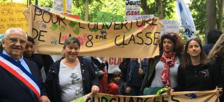 Manifestation contre les fermetures de classe en Val-de-Marne