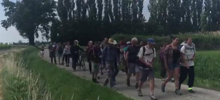 Halte de la marche pour les réfugiés à Villeneuve St Georges