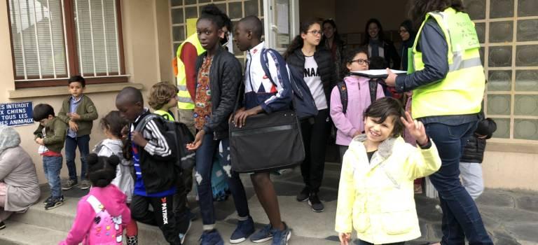 Manif et pétition à la maternelle Romain Rolland de Champigny-sur-Marne