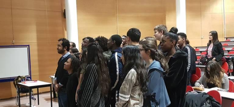 Deux journalistes pakistanais réfugiés ont témoigné auprès des lycéens de Gutenberg