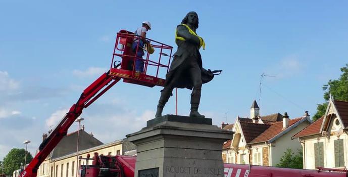 La statue de Rouget de Lisle quitte (provisoirement) Choisy