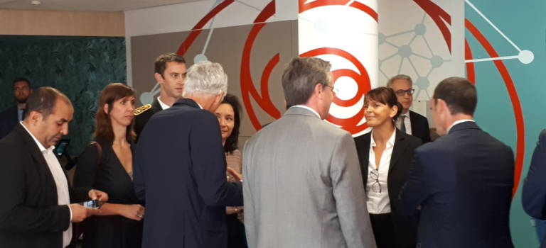 Loi Pacte: la secrétaire d'Etat s'inspire du labo e-santé de Sanofi à Gentilly