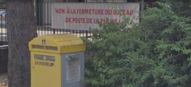 Manif contre la fermeture de la Poste de la Plaine à Cachan