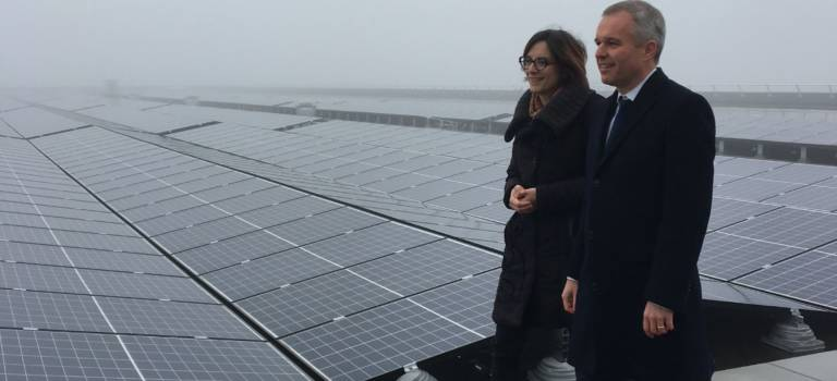 Panneaux solaires : François de Rugy sur le toit à L'Haÿ-les-Roses