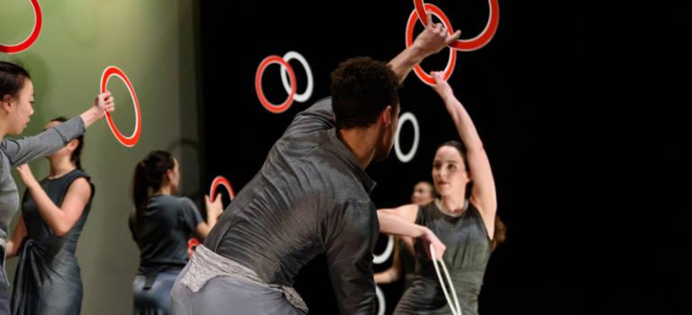 Festival Mega circus : Gandini Juggling et Alexander Whitley à Créteil