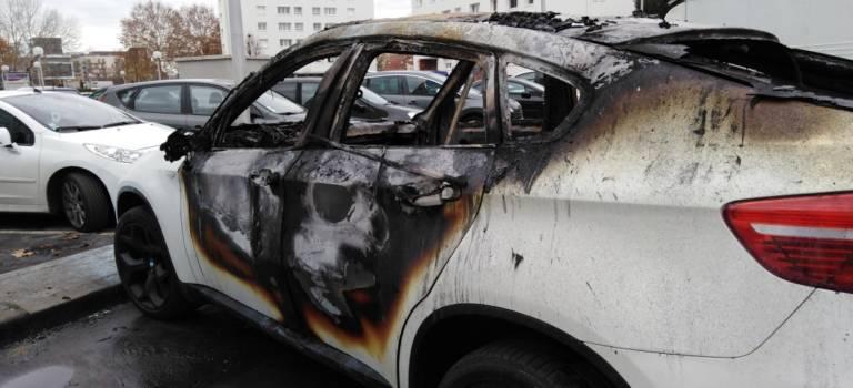 Cellule de crise à Alfortville après les voitures brûlées du quartier Micolon