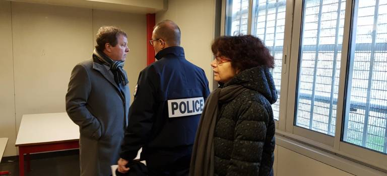 Visite au CRA de Vincennes : la longue attente des retenus étrangers