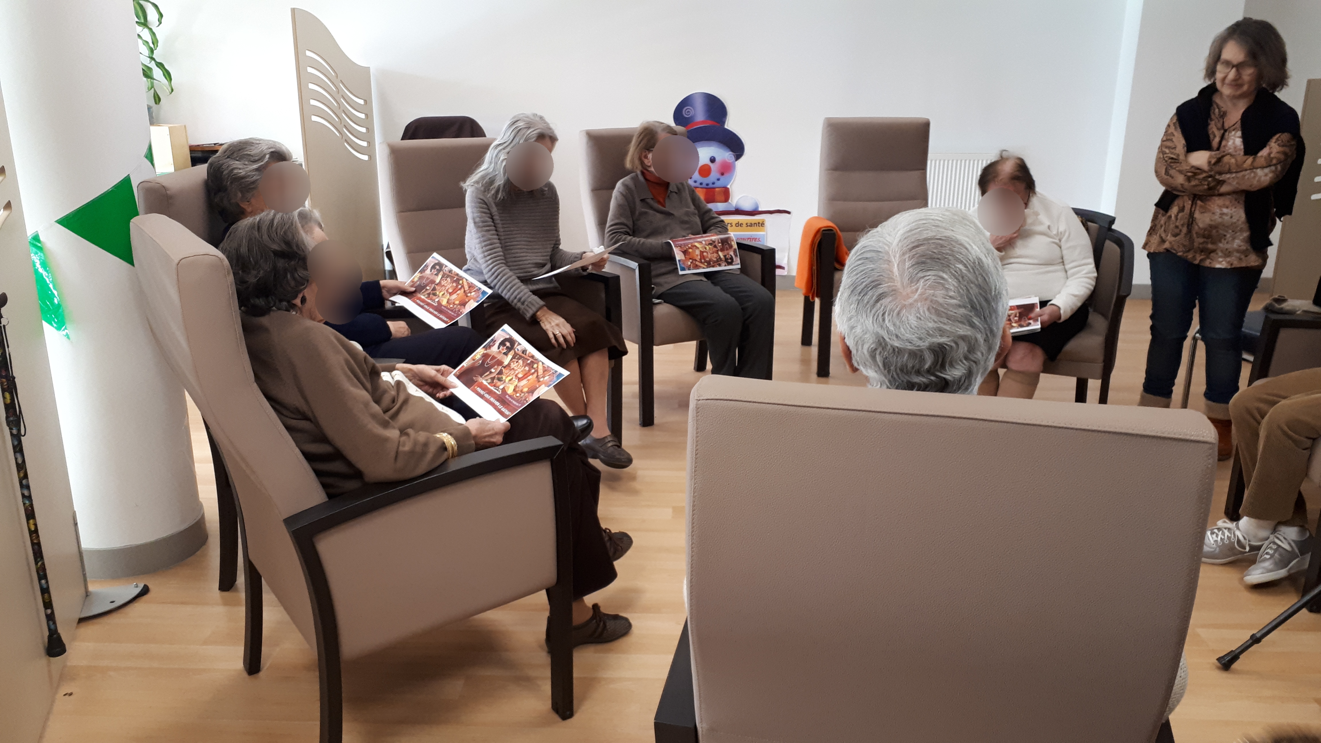 Le Val-de-Marne donne des tablettes aux maisons de retraite et réclame un fonds d'urgence Covid 19 - Ehpad