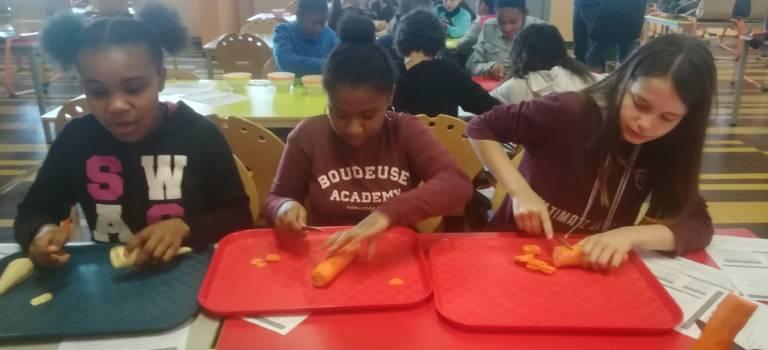 Collège ouvert à Cachan : à la découverte des carottes et des panais