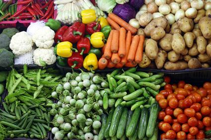 Le Conseil départemental du Val-de-Marne distribue des masques et des fruits et légumes locaux