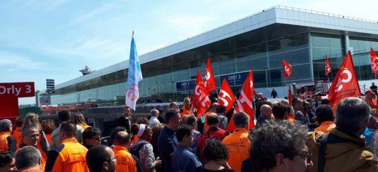 Aéroport d'Orly: le personnel au sol inquiet du transfert des vols Air France vers Transavia