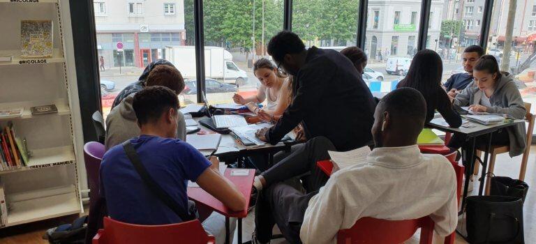 A Vitry-sur-Seine, l'association Jeunes solidaires aide les lycéens à réviser le bac
