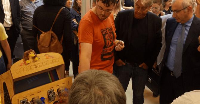 PoleS à Vitry-sur-Seine: le code a le droit de cité dalle Robespierre