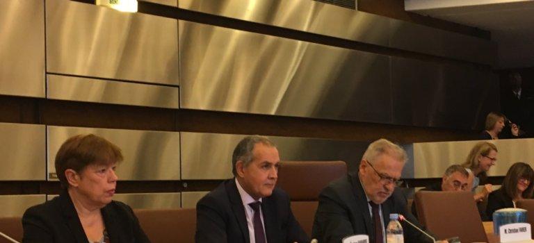 Action de l'État en Val-de-Marne : débat sur les services publics
