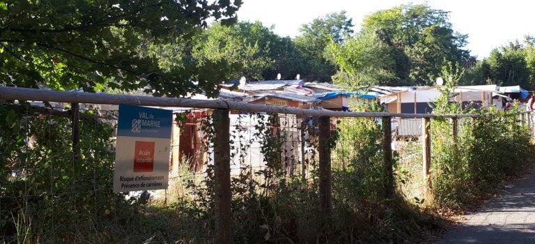 Au parc des Lilas, le bidonville rom en sursis
