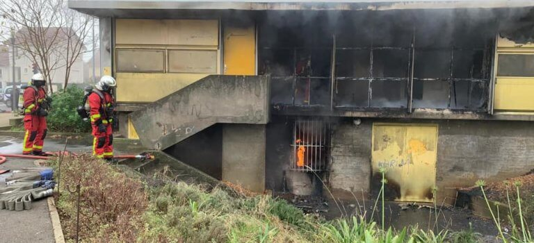 A Orly, un incendie détruit une partie de la maison Jean Prouvé