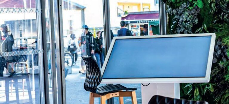 Alfortville lance son kiosque e-administratif avec hologramme