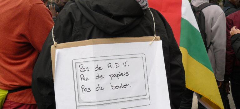 Montreuil: manif contre le kafkaïen service en ligne préfectoral pour étrangers