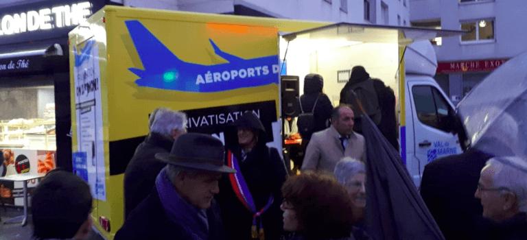Référendum ADP : mobilisation devant l'hôtel de ville de Cachan
