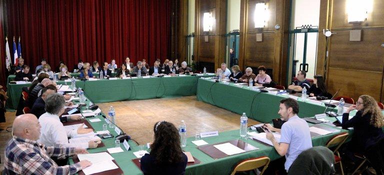 Conseil municipal à Cachan
