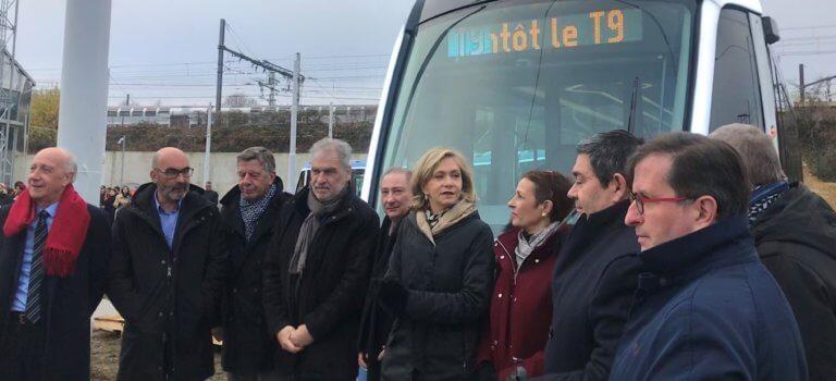 Paris-Orly: la première rame du tramway T9 inaugurée