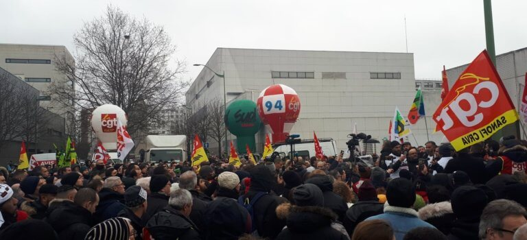 Vitry-sur-Seine: 500 manifestants viennent soutenir les grévistes convoqués pour insulte