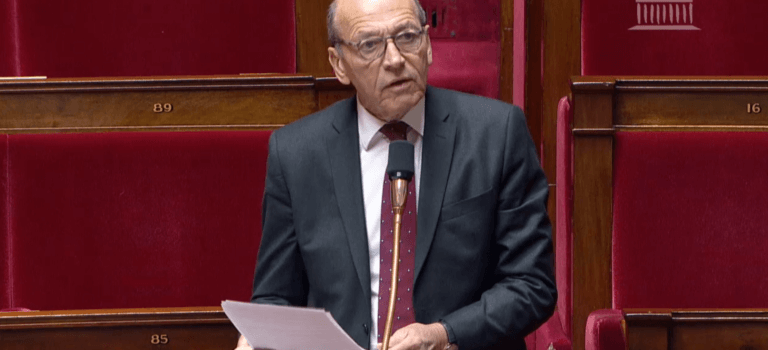 Courrier et bureaux de Poste en Val-de-Marne: passe d'armes au parlement