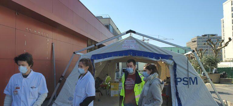 Créteil: une nouvelle tente pour orienter les patients coronavirus aux urgences de l'hôpital Mondor