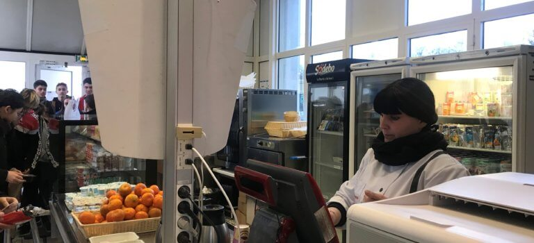 A Saint-Maur-des-Fossés: la cafétéria du lycée Berthelot a repris du service