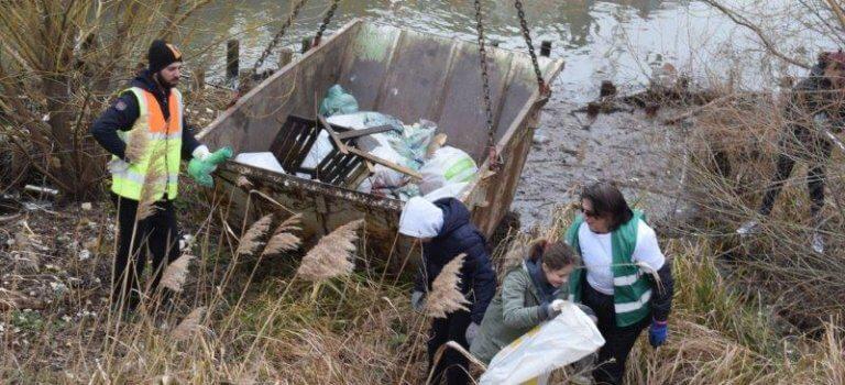 A Villeneuve-Saint-Georges: Ose fête ses 30 ans en ramassant 35 M3 de déchets