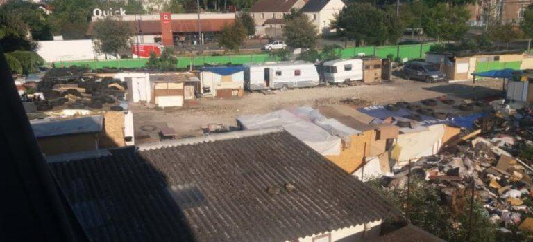 Assistance aux bidonvilles roms confinés en Val-de-Marne: maraudes, actions en justice et polémiques