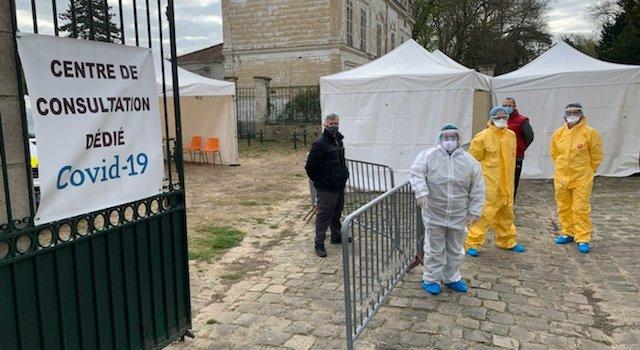 Centres coronavirus en Val-de-Marne: soignants au rendez-vous, système D pour le matériel