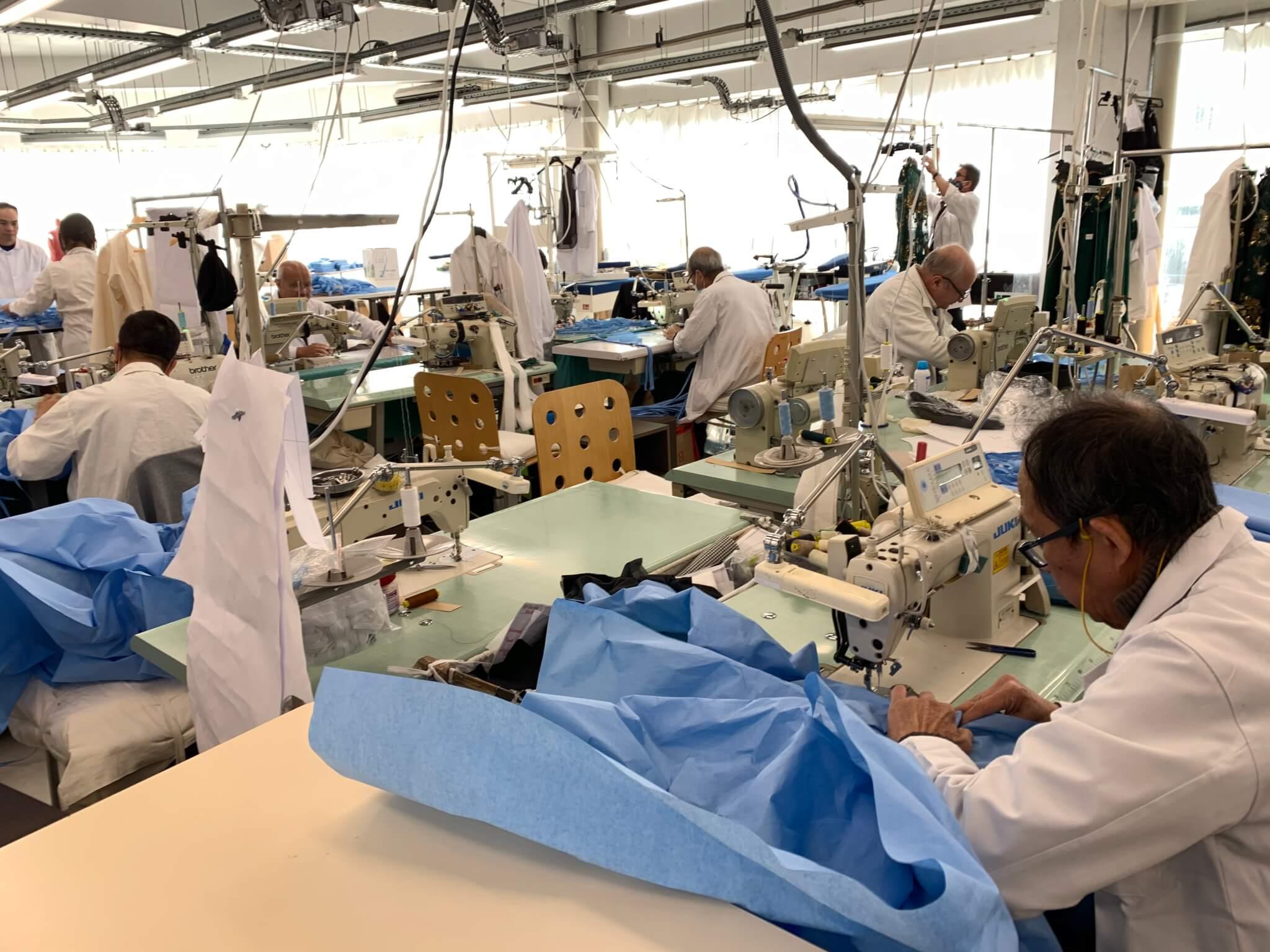 Le Kremlin-Bicêtre:  fab-lab de l'AP-HP et haute-couture créent des sur-blouses