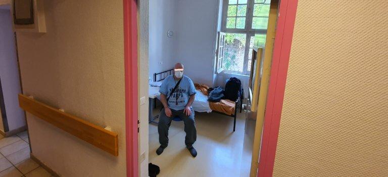 Aux hôpitaux de Saint-Maurice, un pavillon désaffecté accueille des sans-abris malades du Covid
