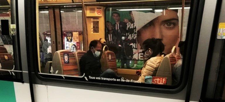 Métro parisien: les usagers de retour s'agacent déjà du monde dans les rames