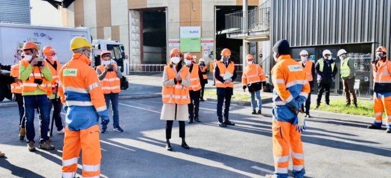 Limeil-Brévannes: Brune Poirson au centre de tri des déchets de Suez