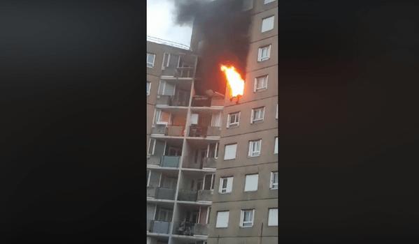 Incendie à Arcueil: un homme saute du 12ème étage
