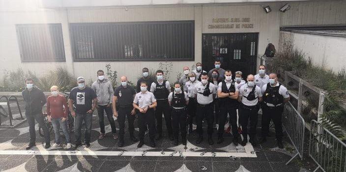 Val-de-Marne: les policiers manifestent leur colère et déposent les menottes