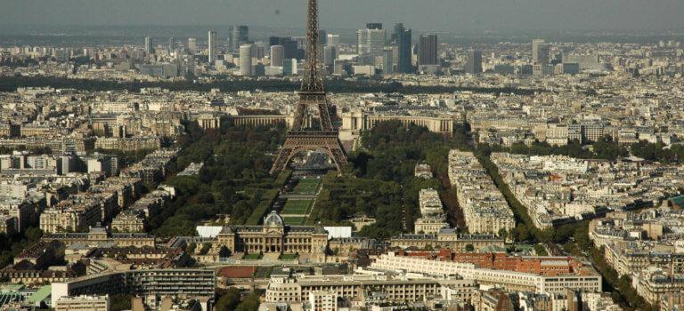 Paris: la Cour des comptes épingle la gestion de la tour Eiffel