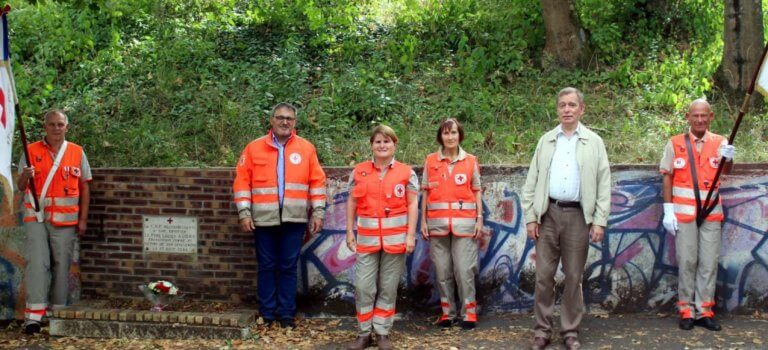 Val-de-Marne: la Croix Rouge rend hommage aux brancardiers tombés lors de la libération de la banlieue
