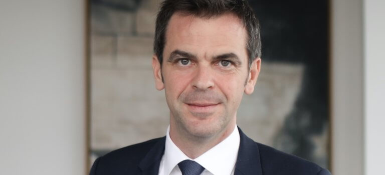 Olivier Véran rencontre les épiceries sociales et solidaires à Arcueil